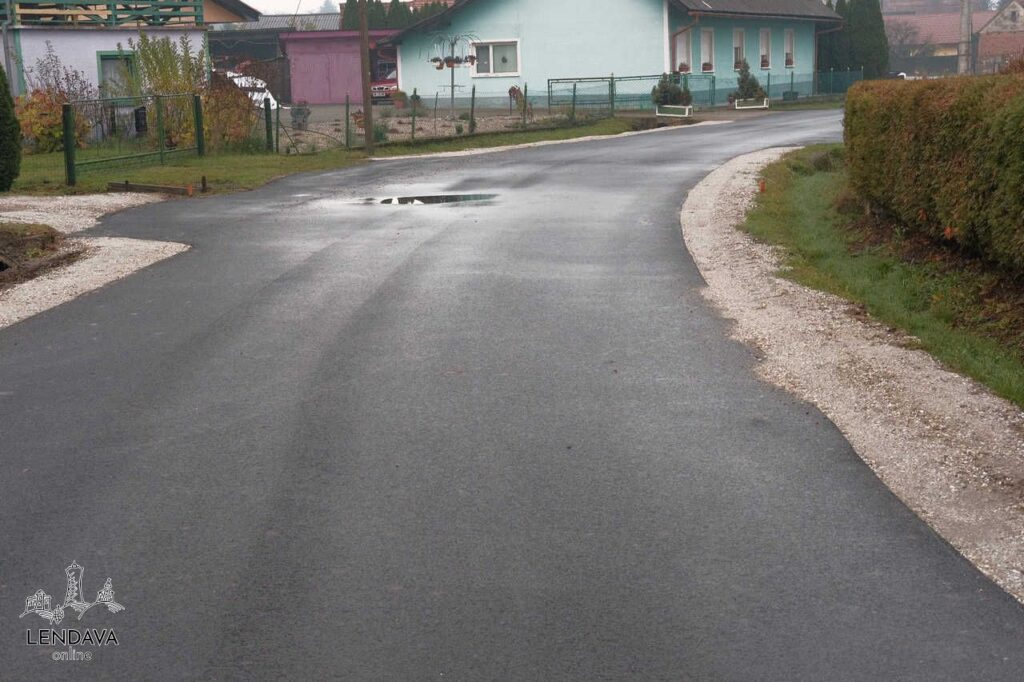 Nov asfalt v Čentibi