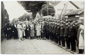 Madžari kmalu po prevzemu oblasti v Dolnji Lendavi ponovno vzpostavijo železniško povezavo z Zalaegerszegom. Na fotografiji je prikazan prihod svečanega vlaka.